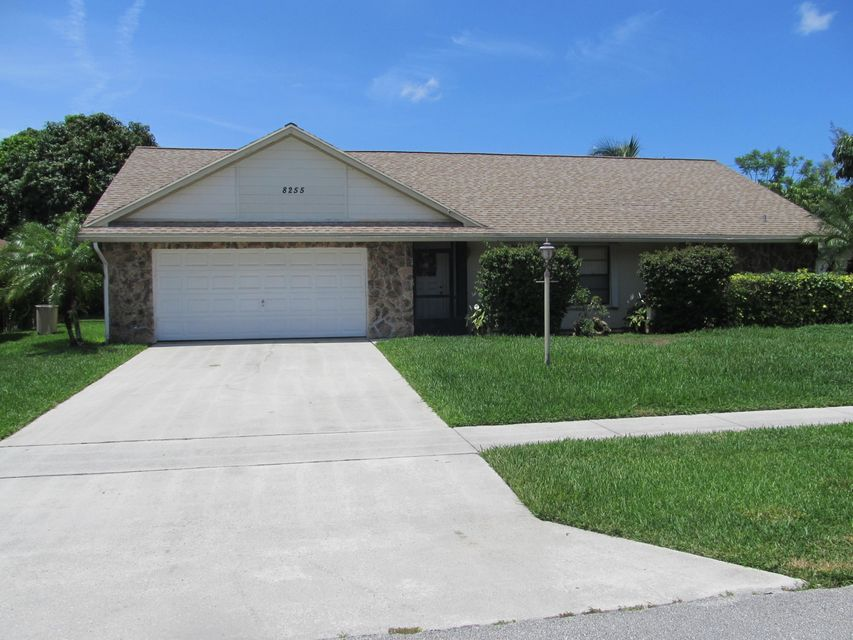 8255 Winnipesaukee Way, Lake Worth, FL 33467