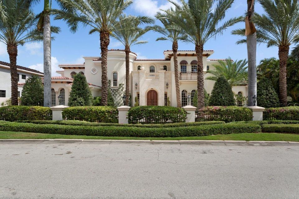 Royal Palm Yacht and Country Club home on 251 W Coconut Palm Road