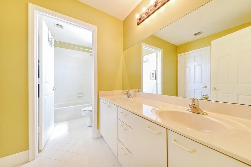 Additional photo for property listing at 2725 Misty Oaks Circle 2725 Misty Oaks Circle Royal Palm Beach, Florida 33411 United States