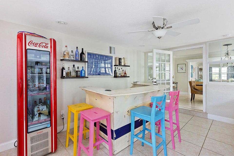 15 Familyroom Bar