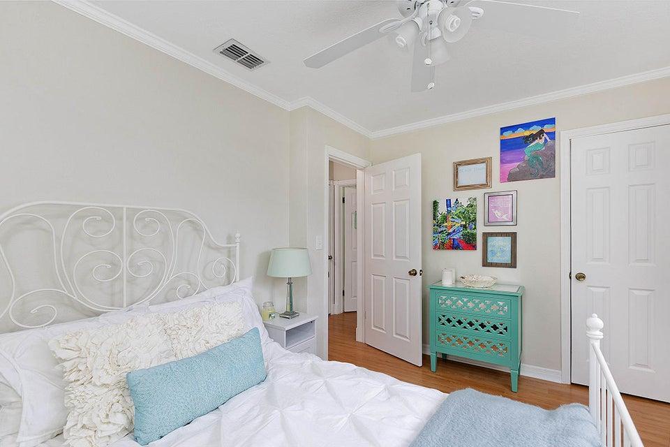 20 Bedroom3 2