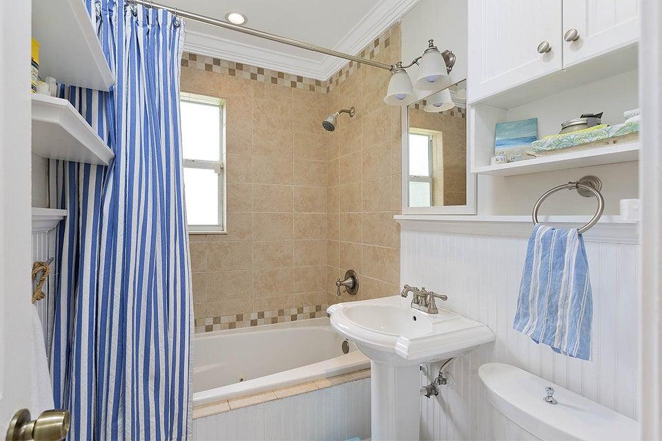 21 Bathroom2