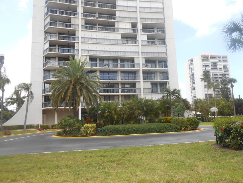 Additional photo for property listing at 2425 Presidential Way 2425 Presidential Way West Palm Beach, Florida 33401 Estados Unidos