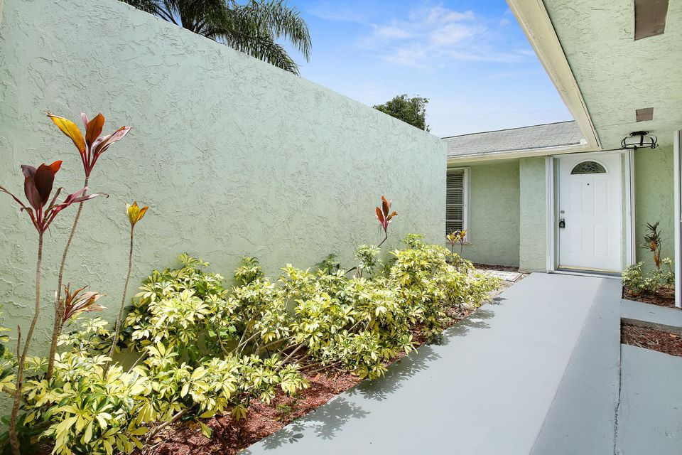 1123 Woodbine Road West Palm Beach, FL 33417 photo 2