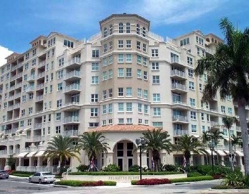 Coopérative / Condo pour l à louer à 99 SE Mizner Boulevard 99 SE Mizner Boulevard Boca Raton, Florida 33432 États-Unis