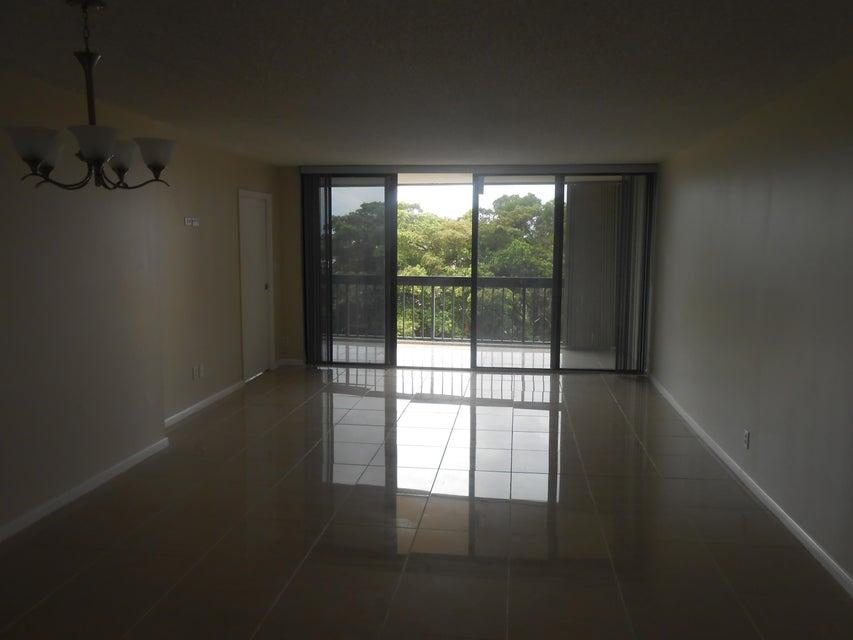 Additional photo for property listing at 2425 Presidential Way 2425 Presidential Way West Palm Beach, Florida 33401 Estados Unidos