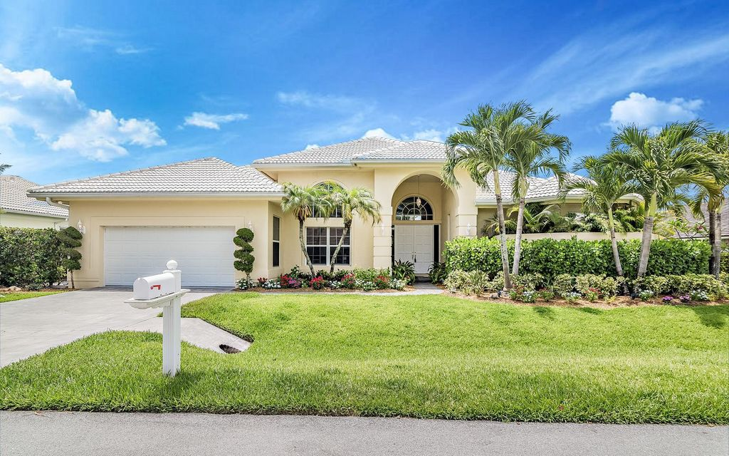 8666 SE Water Oak Place, Tequesta, FL 33469