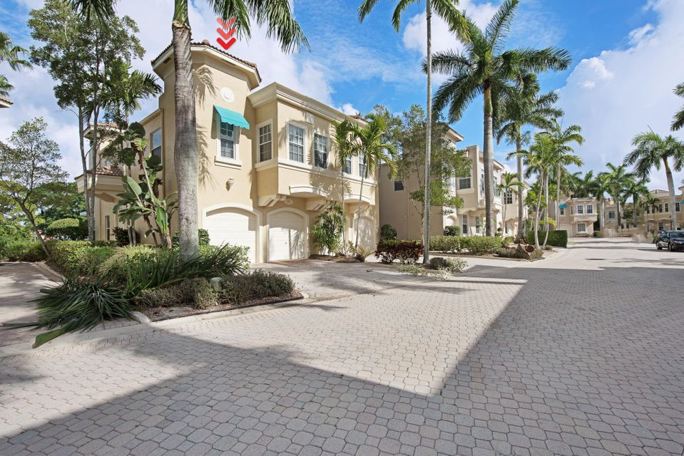 501 Resort Lane , Palm Beach Gardens FL 33418 is listed for sale as MLS Listing RX-10340024 12 photos