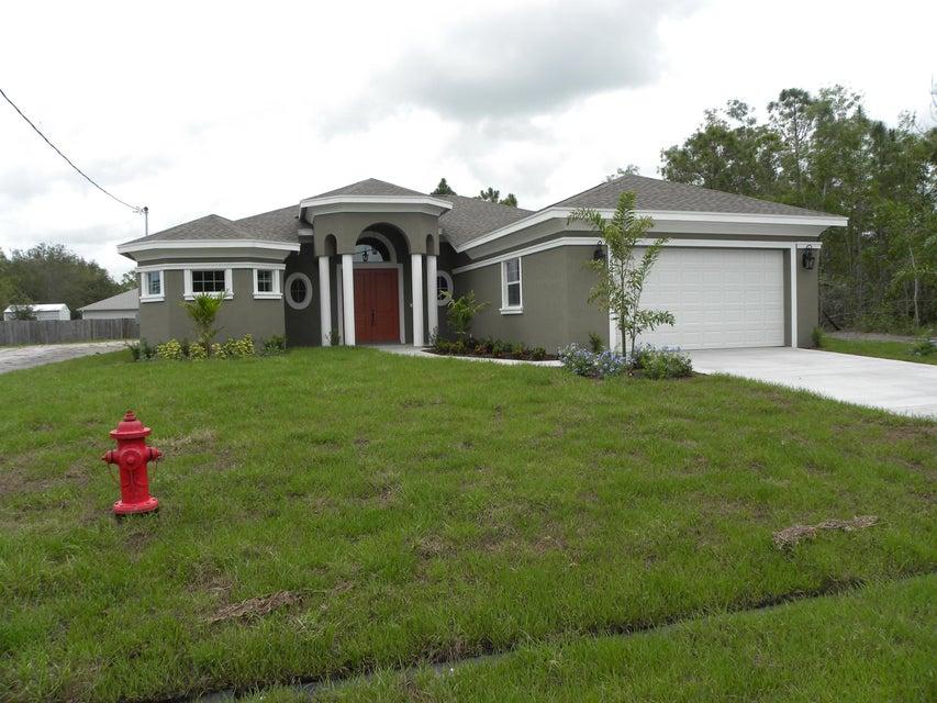 Casa para uma família para Venda às 5240 NW Bengal Street 5240 NW Bengal Street Port St. Lucie, Florida 34983 Estados Unidos