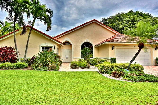 6829 Sun River Road, Boynton Beach, FL 33437