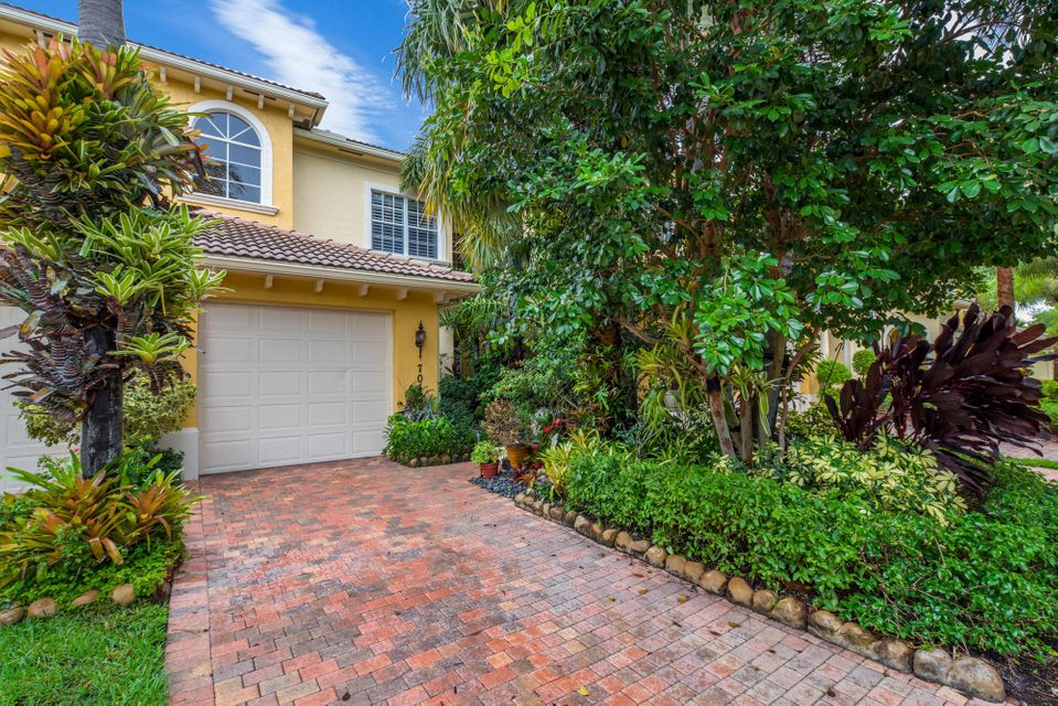 6365 Bella Circle 704  Boynton Beach, FL 33437