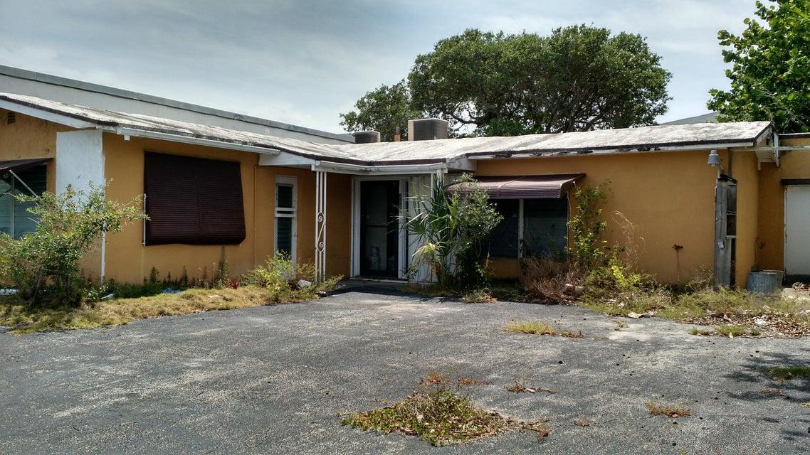 Commercial / Industriel pour l Vente à 325 S 3rd Street 325 S 3rd Street Lantana, Florida 33462 États-Unis