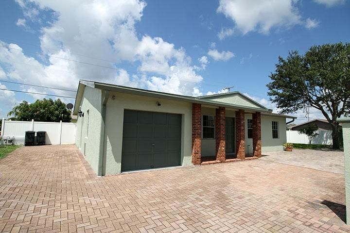 555 Holly Drive , Palm Beach Gardens FL 33410 is listed for sale as MLS Listing RX-10341146 10 photos
