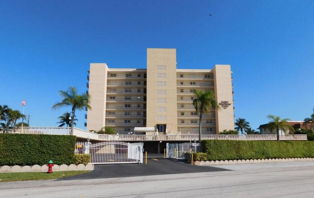 Konsum / Eigentumswohnung für Mieten beim 3040 Lake Shore Drive 3040 Lake Shore Drive Riviera Beach, Florida 33404 Vereinigte Staaten