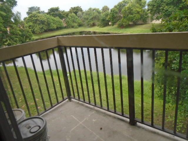 合作社 / 公寓 为 出租 在 4201 Lakeside Drive 塔马拉克, 佛罗里达州 33319 美国
