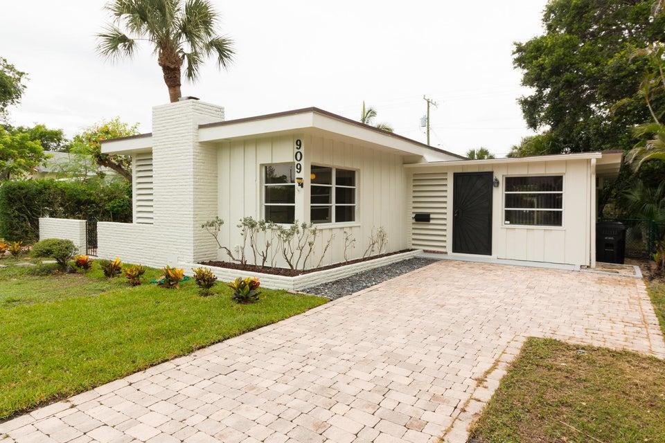 909 N Lakeside Drive, Lake Worth, FL 33460