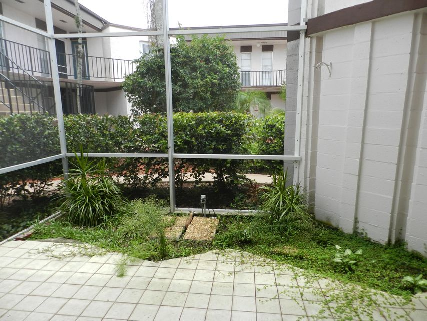 Additional photo for property listing at 6 Greenway Village N 6 Greenway Village N Royal Palm Beach, Florida 33411 United States