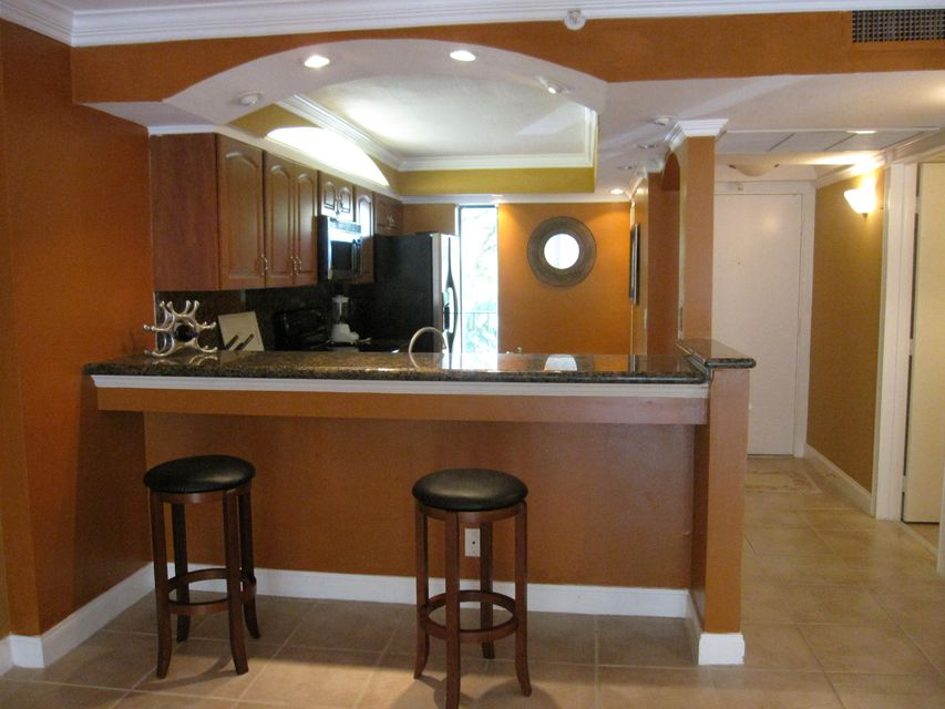 Boca Bayou #20-304 Dining Area
