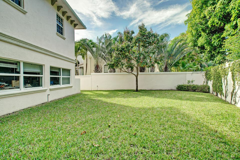 231  Thatch Palm Drive , Boca Raton FL 33432 is listed for sale as MLS Listing RX-10342348 photo #10