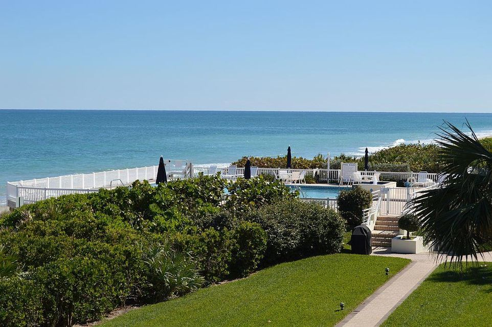 Co-op / Condo للـ Sale في 8444 Oceanside Drive Indian River Shores, Florida 32963 United States