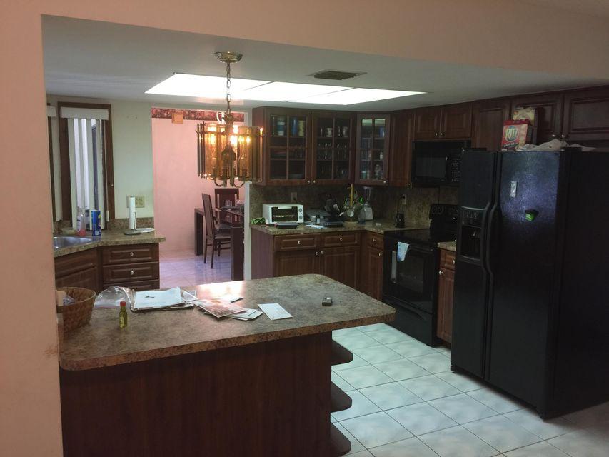 2560  Canterbury Drive , Riviera Beach FL 33407 is listed for sale as MLS Listing RX-10328945 photo #8