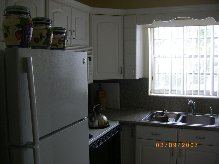 Additional photo for property listing at 60 Andover C 60 Andover C West Palm Beach, Florida 33417 Estados Unidos