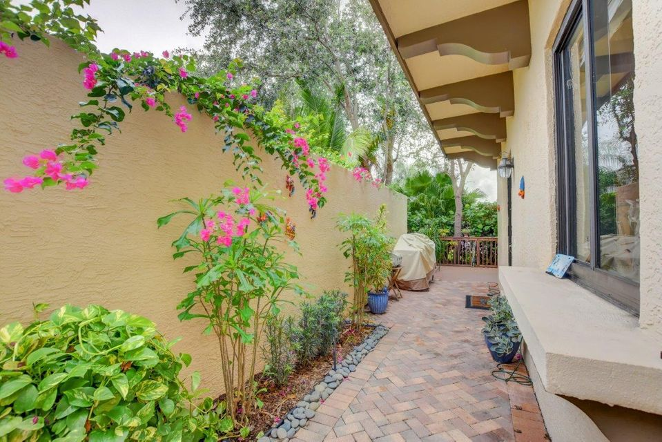 Additional photo for property listing at 825 Via Villagio 825 Via Villagio Hypoluxo, Florida 33462 United States