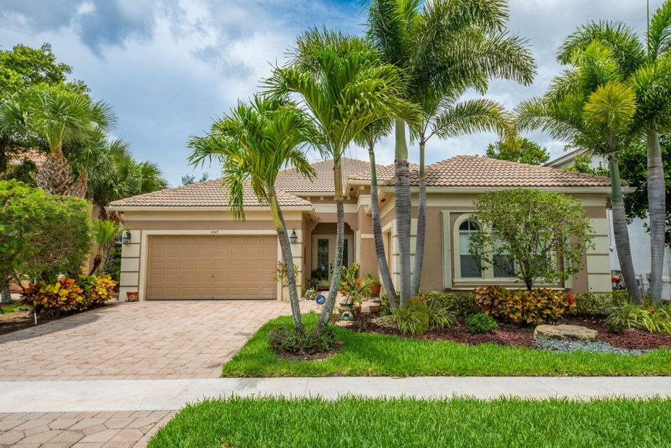 1307 Beacon Circle  Wellington, FL 33414