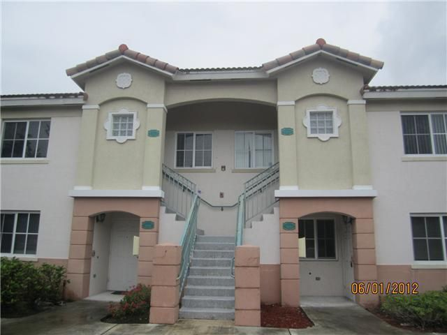 Co-op / Condominio por un Venta en 3780 N Jog Road West Palm Beach, Florida 33411 Estados Unidos