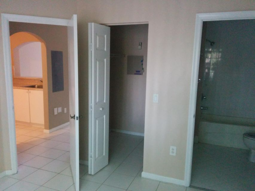 Additional photo for property listing at 3780 N Jog Road  West Palm Beach, Florida 33411 Estados Unidos