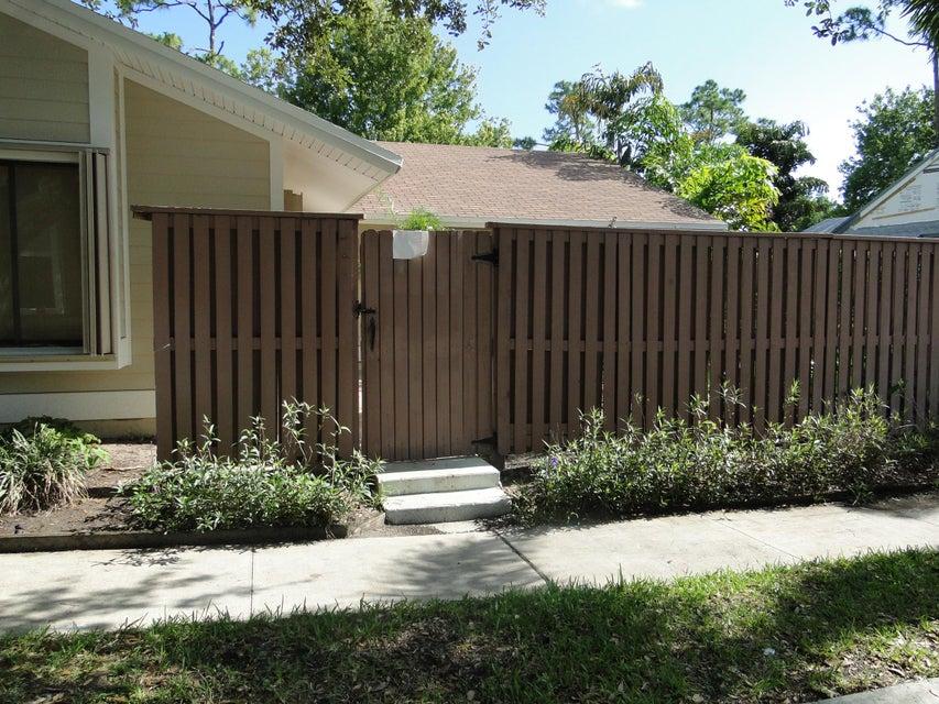 704 Summer Winds Lane, Jupiter, FL 33458