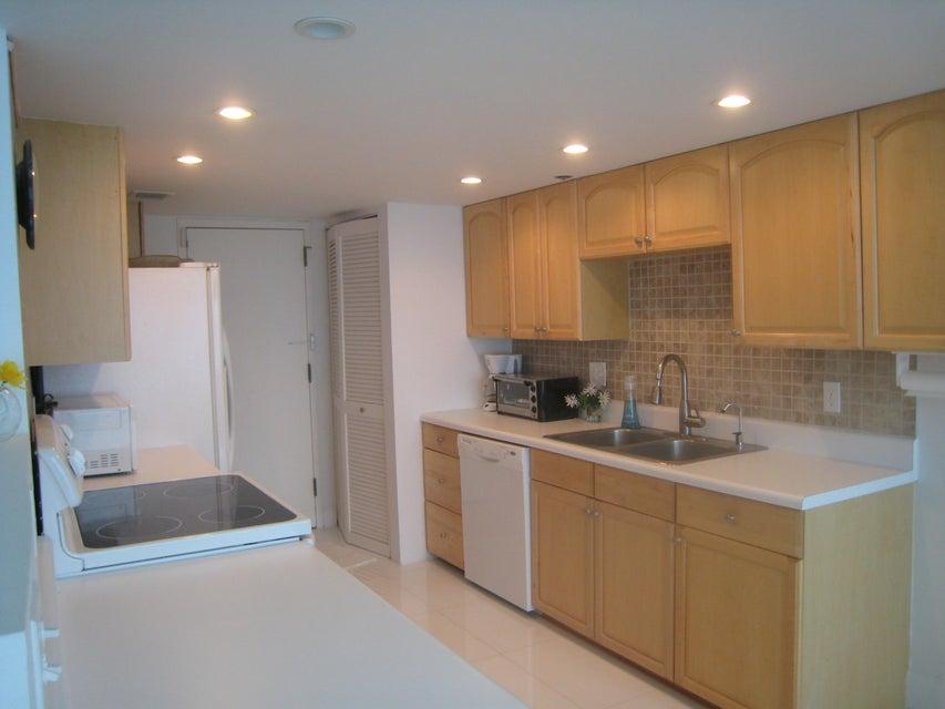 Additional photo for property listing at 250 S Ocean Boulevard 250 S Ocean Boulevard Boca Raton, Florida 33432 Vereinigte Staaten
