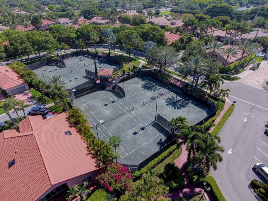 Clubhouse Tennis Courts