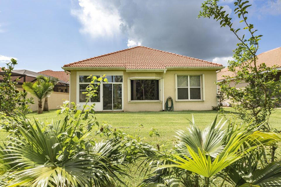 Additional photo for property listing at 846 SW Munjack Circle  Port St. Lucie, Florida 34986 United States