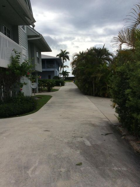 Additional photo for property listing at 4649 SE Russell Way 4649 SE Russell Way Stuart, Florida 34997 Vereinigte Staaten