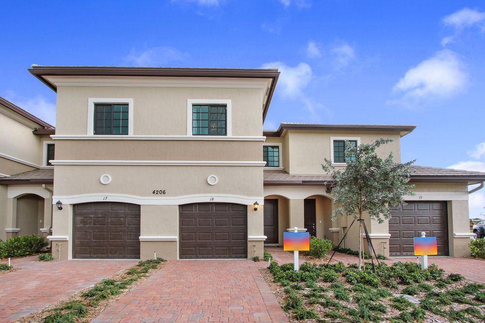 Townhouse for Sale at 4204 N Dixie Highway 4204 N Dixie Highway Oakland Park, Florida 33334 United States