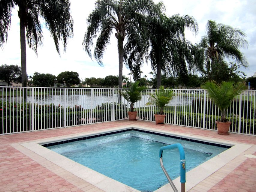 Palm Shores Hot Tub overlooks the Lake