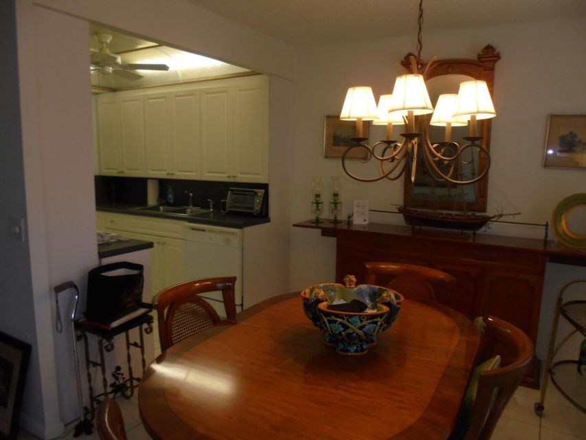 Additional photo for property listing at 2003 Guildford A 2003 Guildford A Boca Raton, Florida 33434 United States