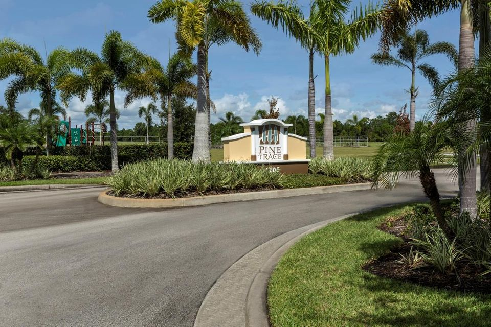 Additional photo for property listing at 5435 NW Pine Trail Circle  Port St. Lucie, Florida 34983 Estados Unidos