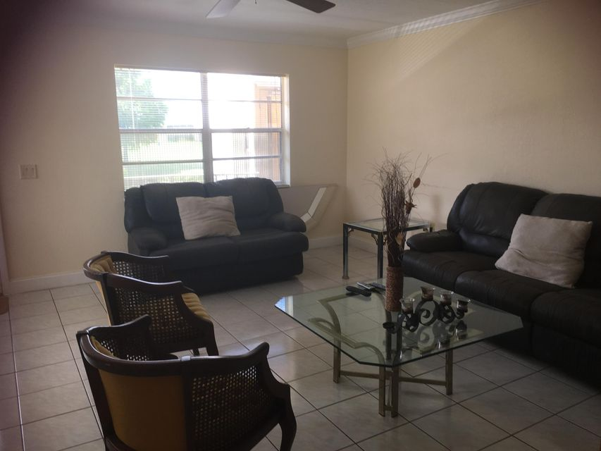 Additional photo for property listing at 518 Flanders Drive 518 Flanders Drive Delray Beach, Florida 33484 États-Unis