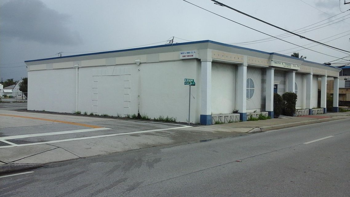 Commercial / Industrial للـ Sale في 2730 Broadway Riviera Beach, Florida 33404 United States