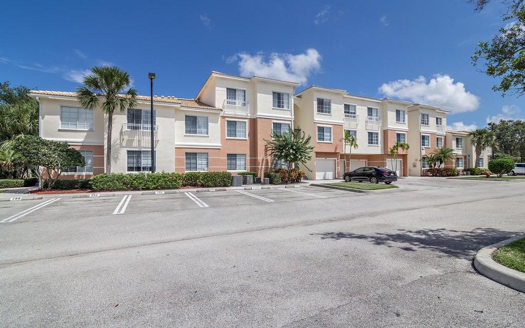 3303 Myrtlewood Circle E, Palm Beach Gardens, FL 33418