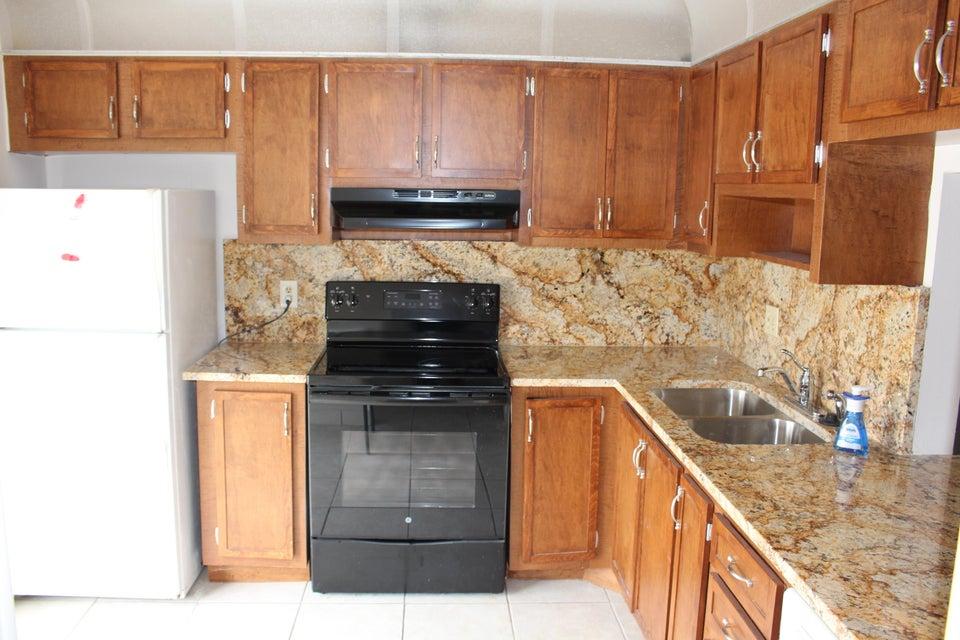 900 Worcester Lane, Lake Worth, FL 33467