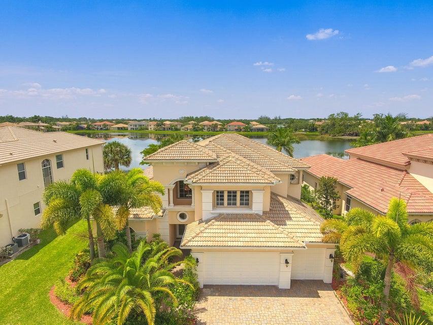 Einfamilienhaus für Verkauf beim 623 Edgebrook Lane 623 Edgebrook Lane West Palm Beach, Florida 33411 Vereinigte Staaten