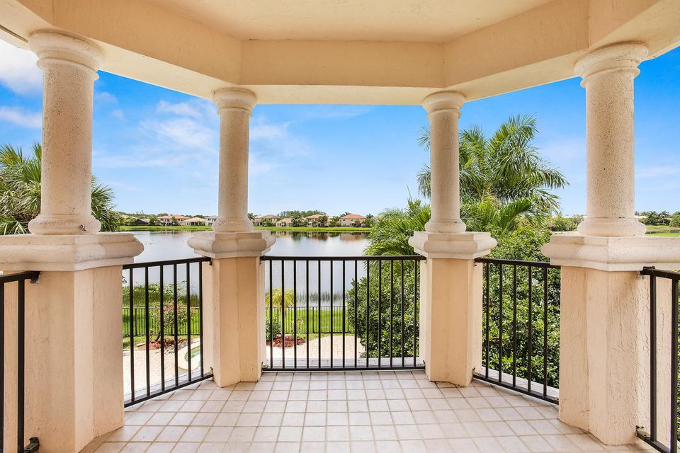 Additional photo for property listing at 623 Edgebrook Lane 623 Edgebrook Lane West Palm Beach, Florida 33411 United States