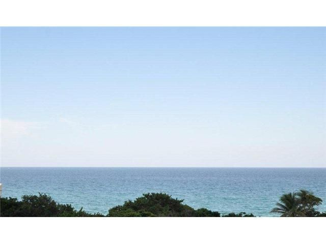 Coopérative / Condo pour l Vente à 3740 S Ocean Boulevard 3740 S Ocean Boulevard Highland Beach, Florida 33487 États-Unis