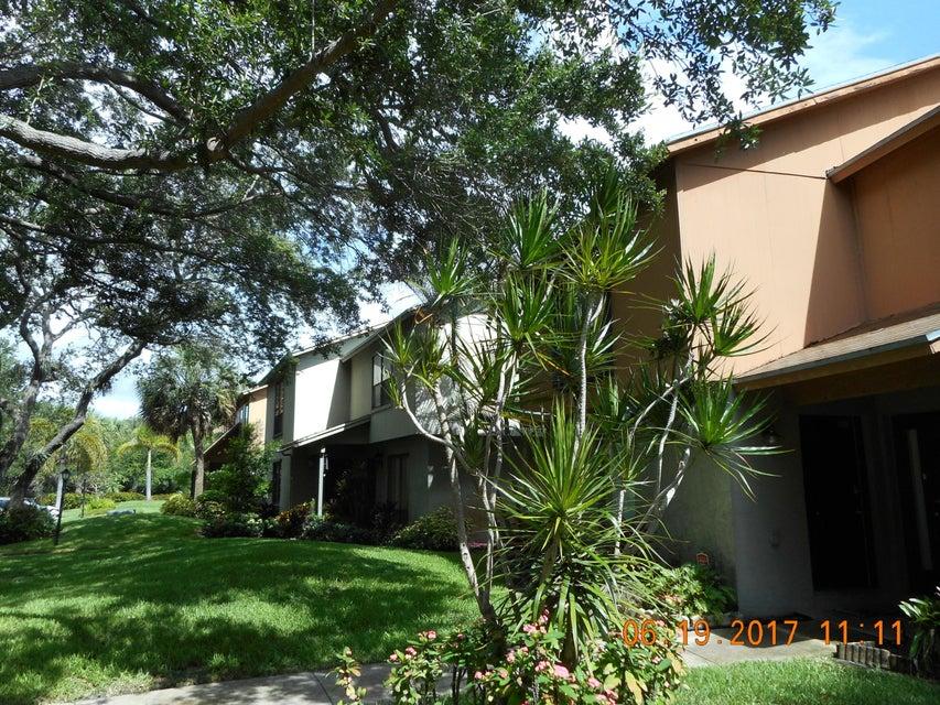 818 Sandtree Drive, Palm Beach Gardens, FL 33403