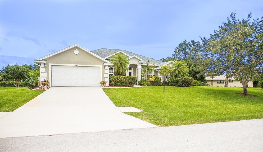 Casa para uma família para Venda às 5311 SE Sterling Circle Stuart, Florida 34997 Estados Unidos