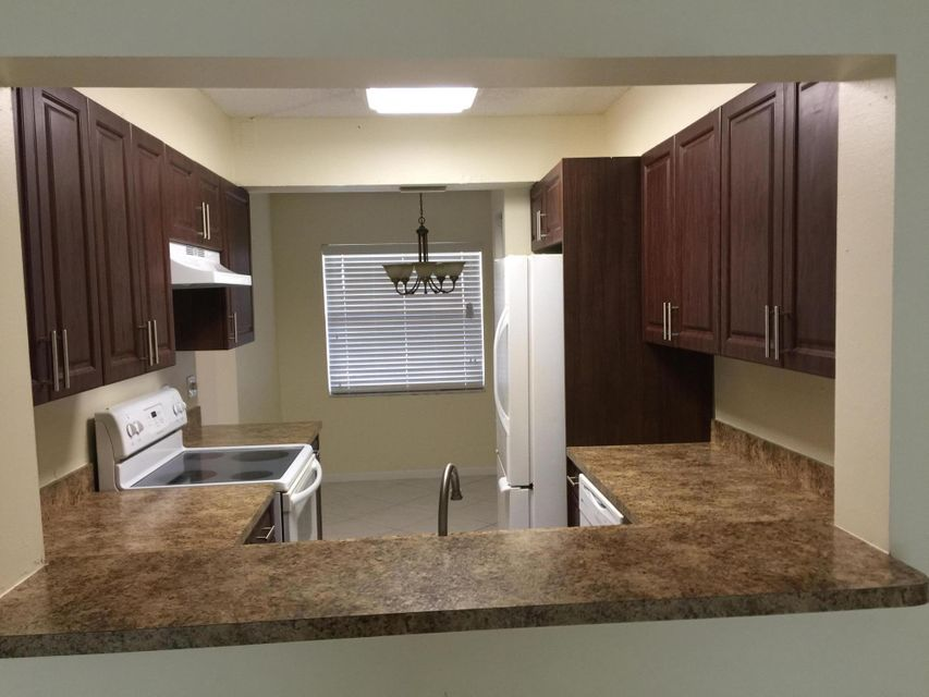 Additional photo for property listing at 7854 Willow Spring Drive 7854 Willow Spring Drive Lake Worth, Florida 33467 Estados Unidos