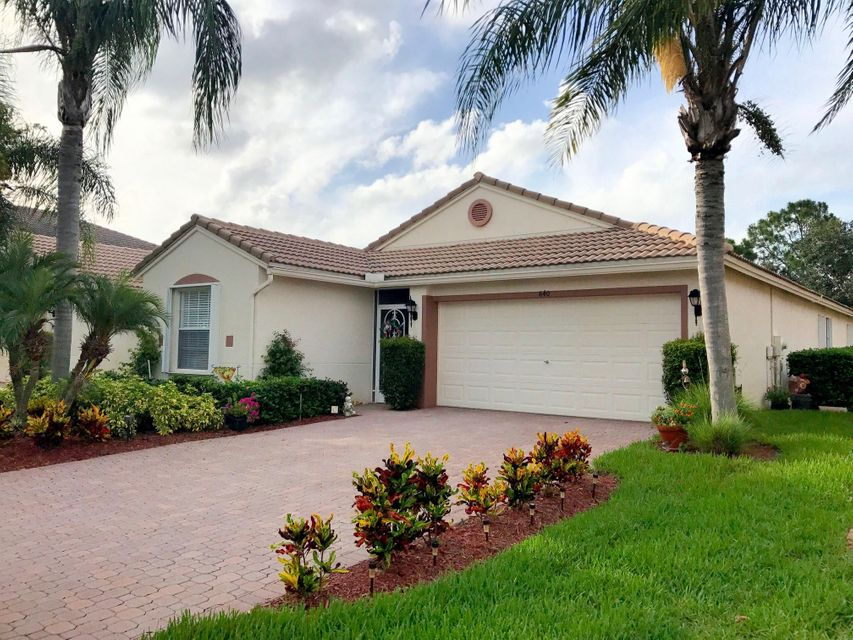 840 NW Greenwich Court, Port Saint Lucie, FL 34983